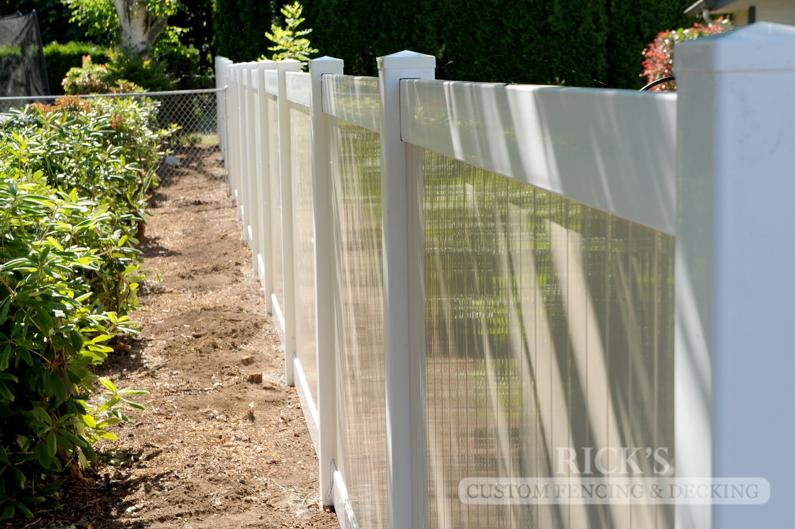 3023 - Vinyl Privacy Fencing