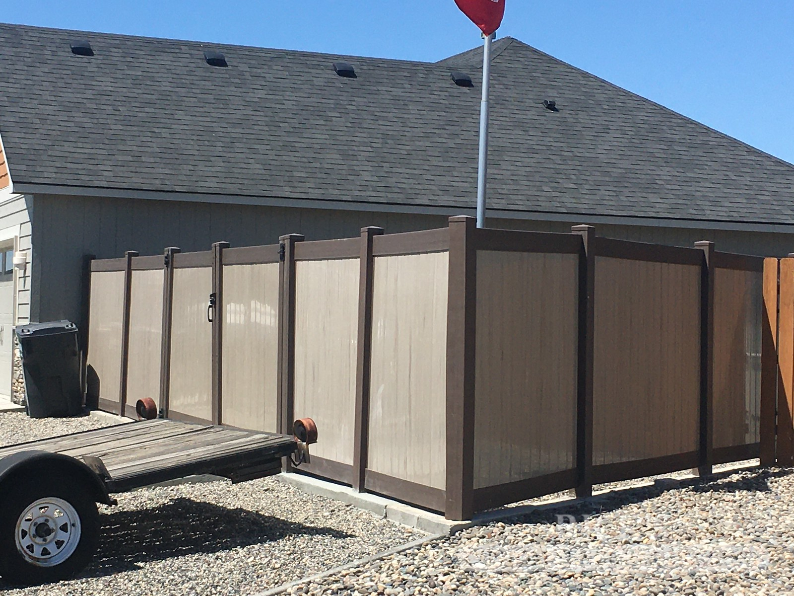 3053 - Vinyl Privacy Fencing
