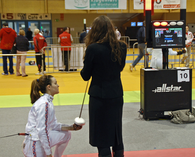 Nina Moiseiwitsch prepares to fence a competitor from the Czech Republic.