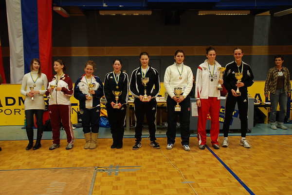 The finalists at the Modling cadet tournament: from right, Grace Neveu (1st, USA), Toncica Topic (2nd, CRO), Diana Donoiu (3rd, ROM), Katharine Holmes (3rd, USA), Sarah Collins (5th, USA), Natalie Gegan (6th, USA), Borbala Gonda (7th, HUN), Laura Szabo (8th, HON).