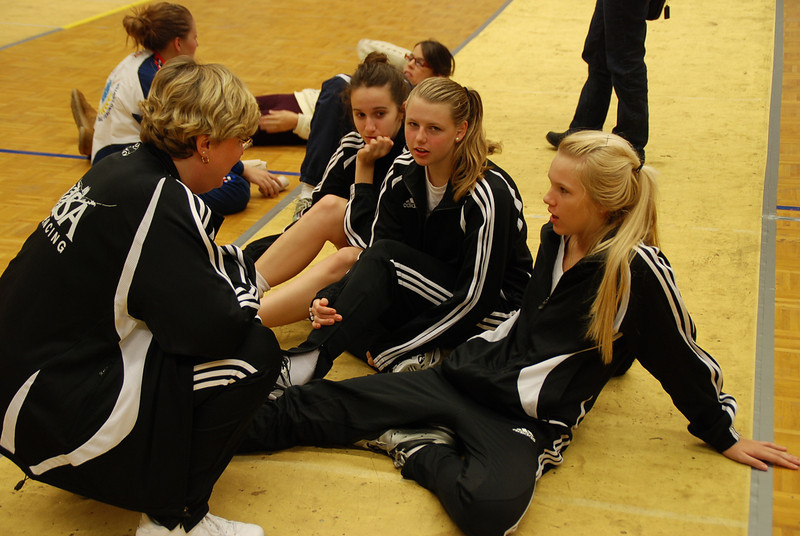 Coach Jean Finkleman talks to some of the US fencers (Annie Stephenson, right; Channing Foster, second from right).