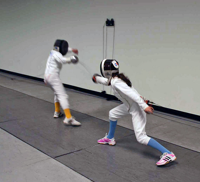 Lizzie Wiggins (right) lunges in the semi-final bout.