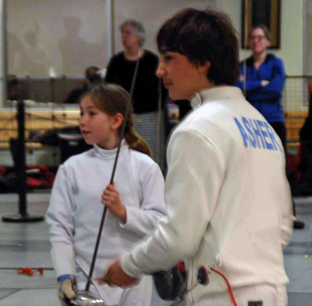Ellen Paulsen prepares to fence in the direct elimination round.