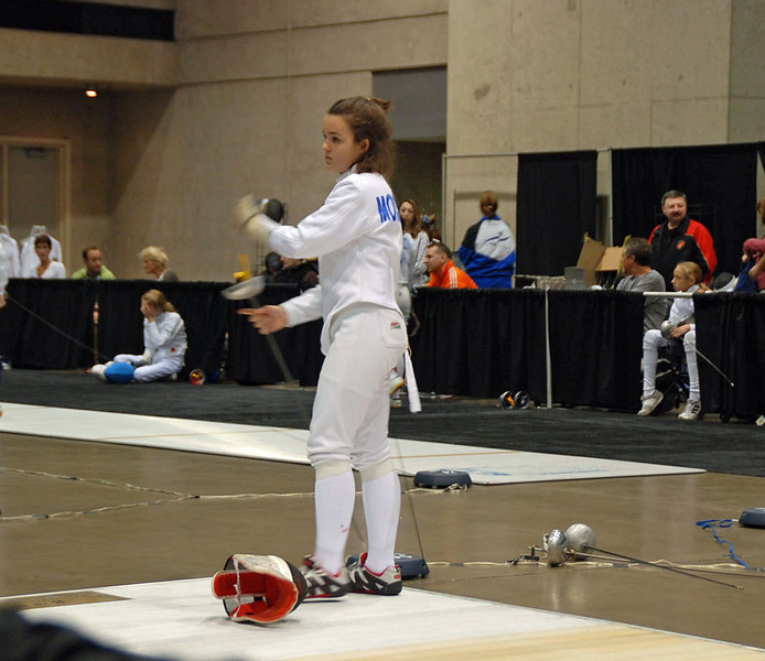 Nina Moiseiwitsch hooking up in the Y14 Women's Epee.