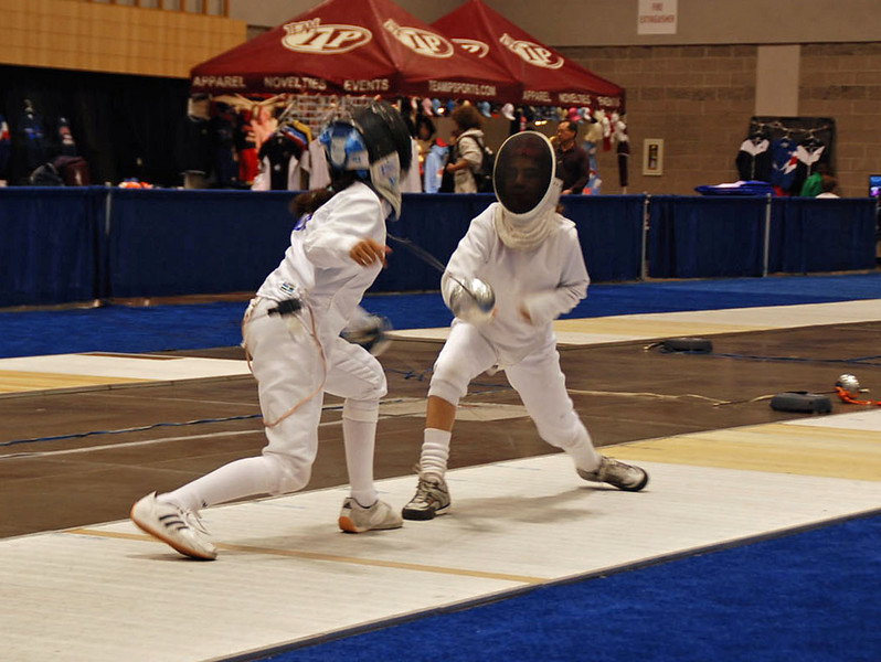 Elizabeth Wiggins (right) in the Youth-10 Women's Epee.