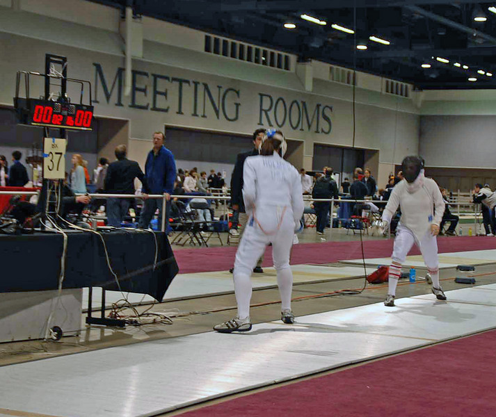Katharine Holmes (left) vs. Francesca Bassa in the gold medal bout of the Junior Women's Epee.