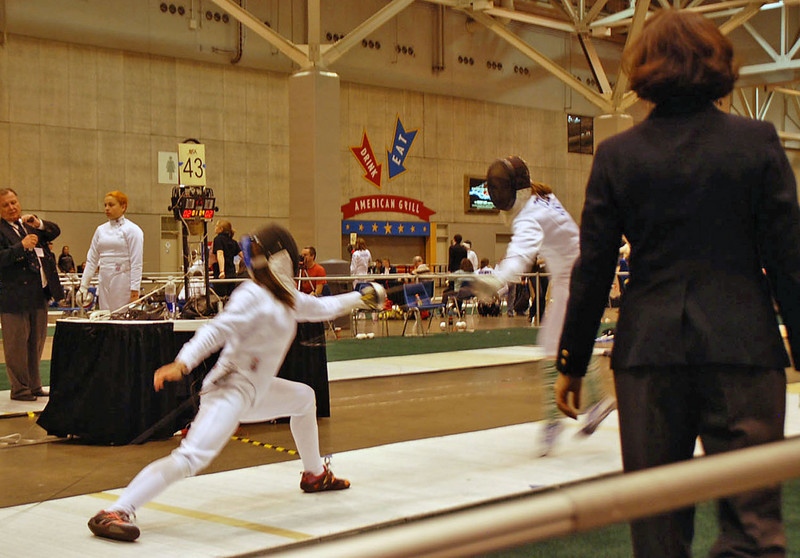 Nina Moiseiwitsch in the direct elimination round of the Youth-14 Women's Epee.
