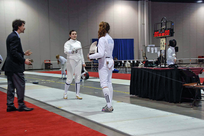Ella Barnes in the direct elimination round of the Division III Women's Epee.