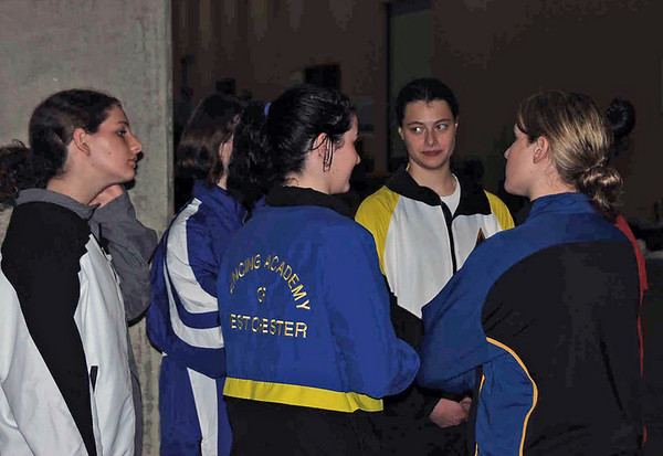The finalists of the U19 Women's Epee gather for the awards.