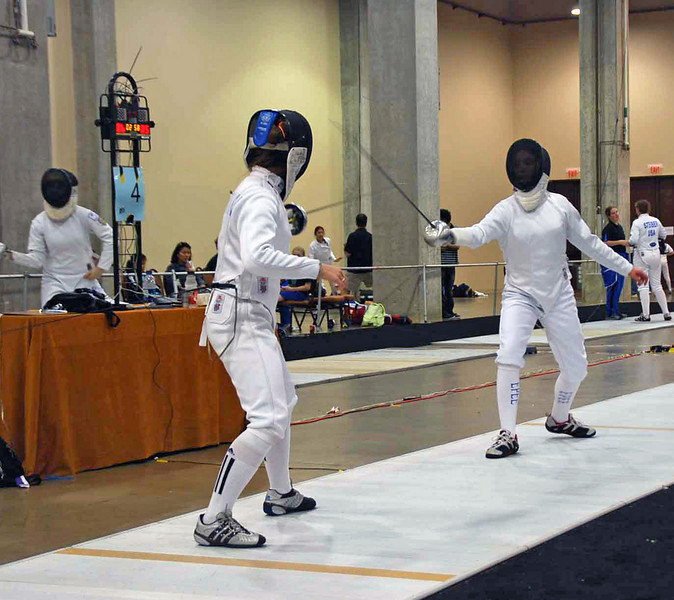 Nina Moiseiwitsch (left) in the Y14 Women's Epee.