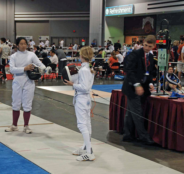 Linden Hill (right) in the DE in Y10 Women's Epee.