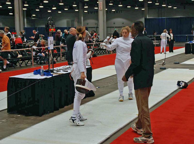Carolyn Townsend (left) in the Division II Women's Epee DE bout vs Gurnowski.
