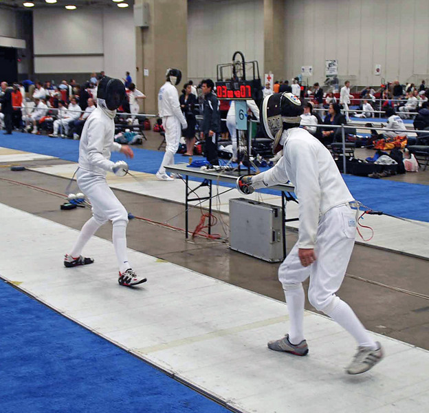 Danny Wiggins (right) in the DE of Division II Men's Epee.