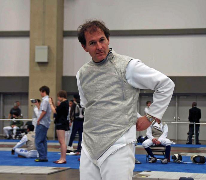 Julian Moiseiwitsch prepares for the DE of Veteran Men's Foil.