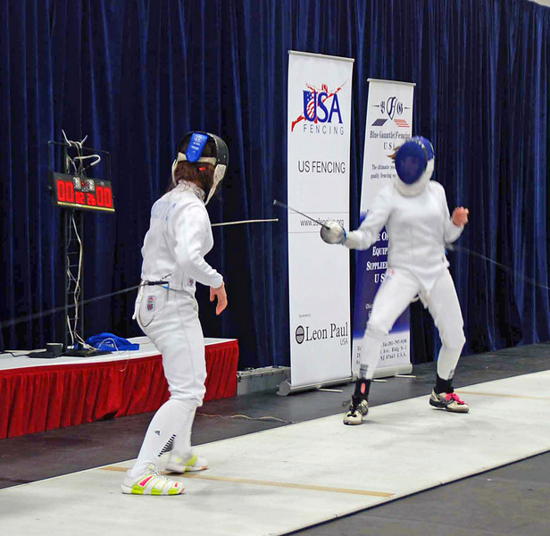 Nina Moiseiwitsch (left) vs Mason Speta in the gold medal bout of Division II Women's Epee.