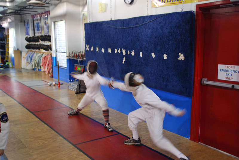 Jared Heath (right) vs Nina Moiseiwitsch (left) in Y14 Mixed Epee direct elimination bout.