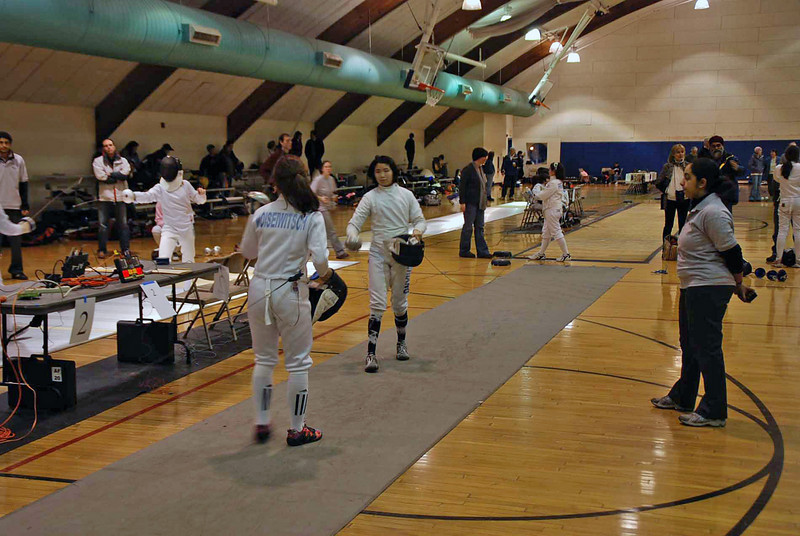 Nina Moiseiwitsch vs Nicole Chiang in the Y14 Women's Epee pool.