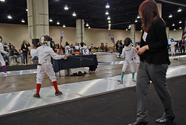 Clara Colinvaux (left) in the Youth-10 Women's Epee.