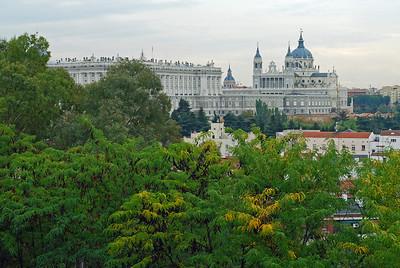 Konungshöllin, Palacio Real de Madrid, og Almudena dómkirkjan, Santa María la Real de La Almudena