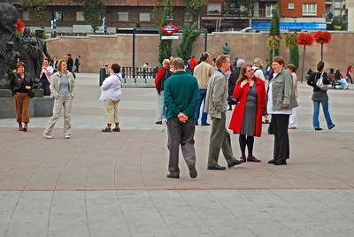 Ferðafélagarnir virða fyrir sér Plaza de Toros