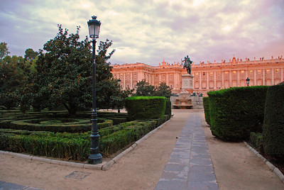 Plaza de Oriente, konungshöllin í bakgrunni