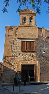 Sinagogue El Tránsito, byggt sem bænahús gyðinga á 13. öld. Það var byggt af Samuel Ben Meir Ha-Levi Abulafia sem var ráðgjafi Pedro I af Kastalíu. Bænahúsið varð krikjan Iglesia de San Benito 1494. nafninu var breytt í El Transito de Nuestra Senora á 17. öldinni. Bygginging hefur verið bænhús, kirkja, klaustur og búðir hermanna. 1877 varð bænhúsið gert að þjóðarminnismerki.og 1970 var þar sett á fót safn um spænska gyðingalist.
