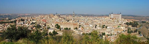 Toledo, Dómkirkjan fyrir miðju, Alcazar lengst til hægri