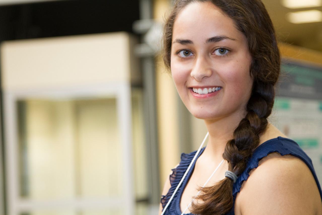 Ferentz Undergrad Research Fellowship Winners_stu_Jassi Singh_2015_4595