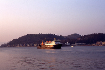 Caledonian MacBrayne MV Lord of the Islesl approaching Oban May 91