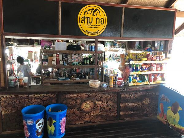 Minimart shop at Trang Had Yao Pier
