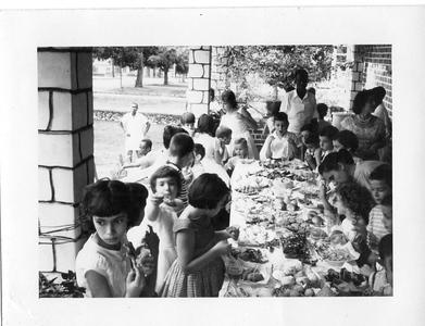 Dundo, 28/09/1960  10º aniversário da Vanda Rosendo Gaby Teixeira de Sousa e irmao Jorge; Mane' Mendes: Marito Santos David