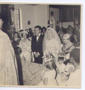 Dundo. 18/04/1960. ANITA BASTOS E VASCO PAULO. As madrinhas à esquerda a mulher do Engº Oliveira e à direita a Maria Emília Bexiga