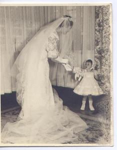 Dundo. 1957. MILA E ANTÓNIO REIS.Mila Reis e Leninha Teixeira