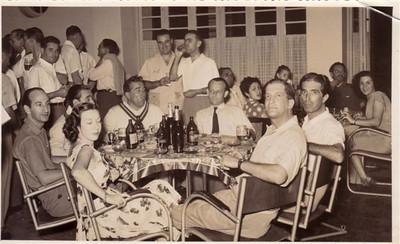 1953 - No bar da Casa do Pessoal do Dundo Festa apos campeonato de tenis? José Rosendo, Pilar, Cortes, Branco, Enes Ramos Mila Reis, Alho