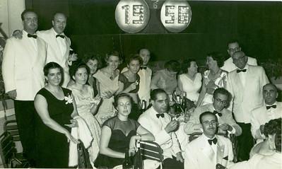 1955- 56, Dundo,  Em pé à direita,o velhote de lacinho é o Dr. Picoto. Na fila da frente a senhora de oculos e o médico a seguir são o casal médico Rui Pinhão, o Dr. Rocha Afonso está ao centro e atrás, desta vez sem óculos. A seguir ao Dr. Pinhão parece-me ser o Dr. Fialho.