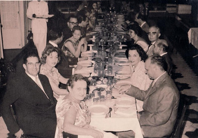 Dundo, despedida do casal De Queker, 23 de Abril de 1960 Topo da mesa: Madame De Queker A' esquerda : Dr. Santos David A' Direita: Bexiga; Maria Joao Santos David,  Almeida Santos
