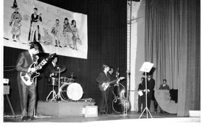 Dundo- Despedida dos estudantes -1966-Fim de férias Vicky Paes Martins, Chagas, Luis Filipe Melim, Levi, Mário Santos David, Chico Simons