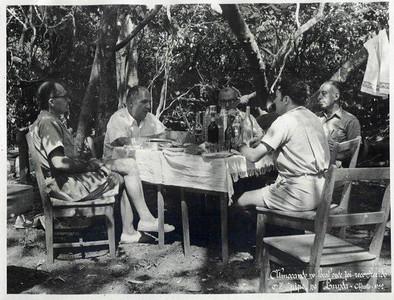 1952 Pique-nique Champlon (de costas)