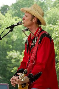 2008 Eno Festival-2168.jpg     Farmer Jason performing at the 2008 Festival for the Eno
