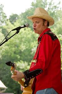 2008 Eno Festival-2160.jpg     Farmer Jason performing at the 2008 Festival for the Eno