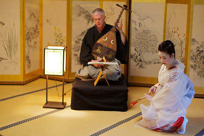 Traditional dance in Kimono, accompanied by Biwa play.