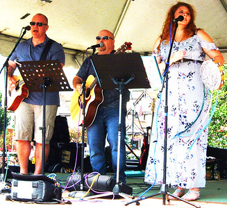 Debbie Blank | The Herald-Tribune Batesville area Lone Wolf & Friends performed acoustic rock and country classics from 10:30 a.m.-12:30 p.m.