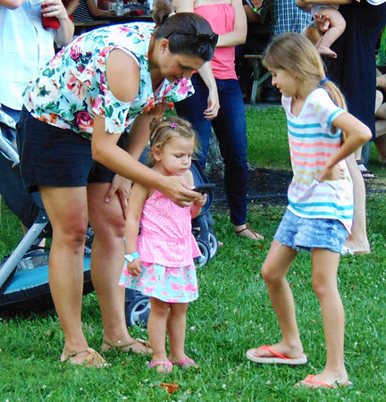 Debbie Blank   The Herald-Tribune<br /> Sandy Thurston, New Point, checks out a cellphone photo with daughter Iris, 2, and niece Oakley Ertel, 9.
