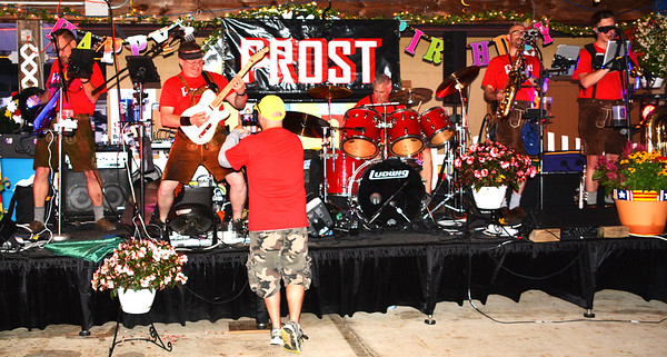 Debbie Blank | The Herald-Tribune<br /> Pros't entertained on the main stage Friday night.