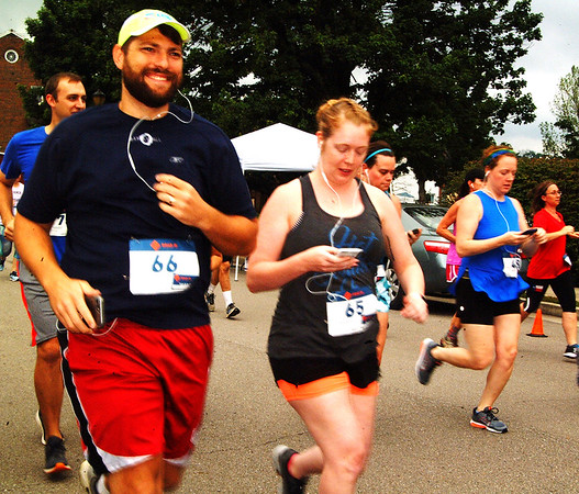 Debbie Blank | The Herald-Tribune<br /> The modern way to run a 5K: with devices.