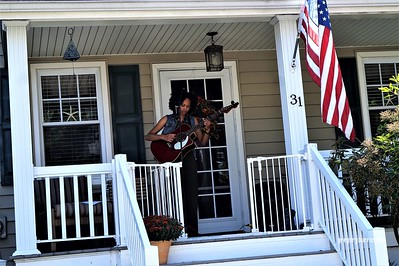 20170904 Elan Varner at Maplewood Porchfest 0100