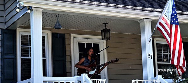 20170904 Elan Varner at Maplewood Porchfest 0116