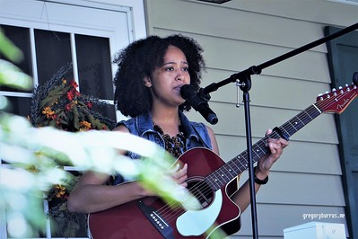 20170904 Elan Varner at Maplewood Porchfest 0118