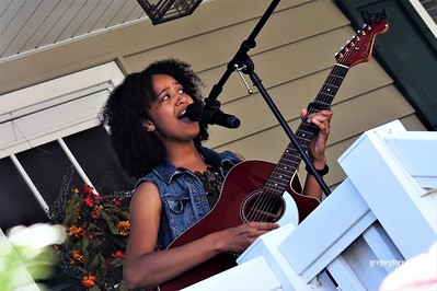 20170904 Elan Varner at Maplewood Porchfest 0106