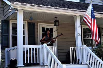 20170904 Elan Varner at Maplewood Porchfest 0114